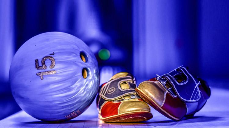 Blacklight Bowling at Ivy Lanes